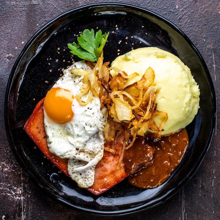 Leberkäse mit Spiegelei & Kartoffelstampf