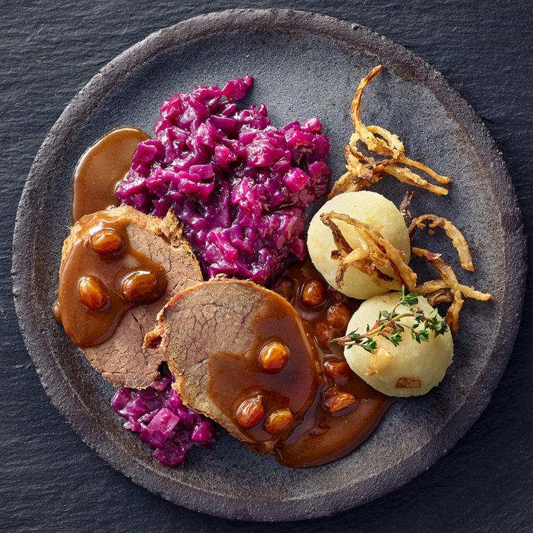 Sauerbraten mit Rotkohl & Kartoffelklößen